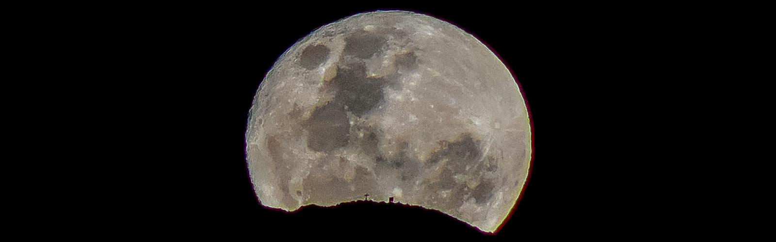Capilla del Monte:Uritorco con luna
